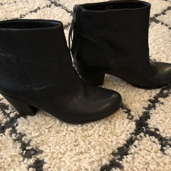 411fd90c4b251 NEW Sam Edelman Black leather Larkin bootie